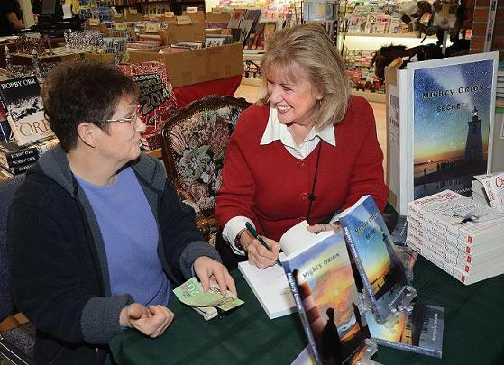 PHOTO-reduced-Book-signing-Bookingham-Palace-S-Arm-Nov-26-2014-James-Murray